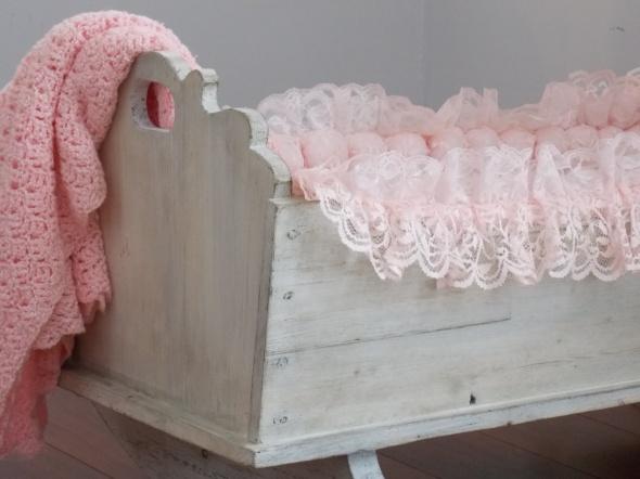 antique baby cradle 011