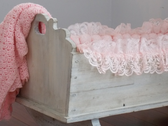 antique baby cradle 011