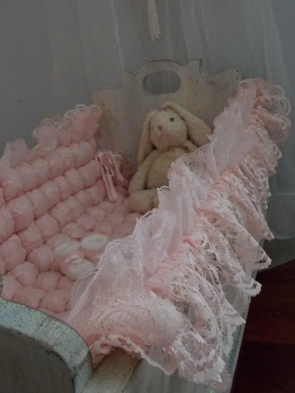 antique baby cradle 054